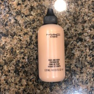 Mac face and body 4 ounces in C4
